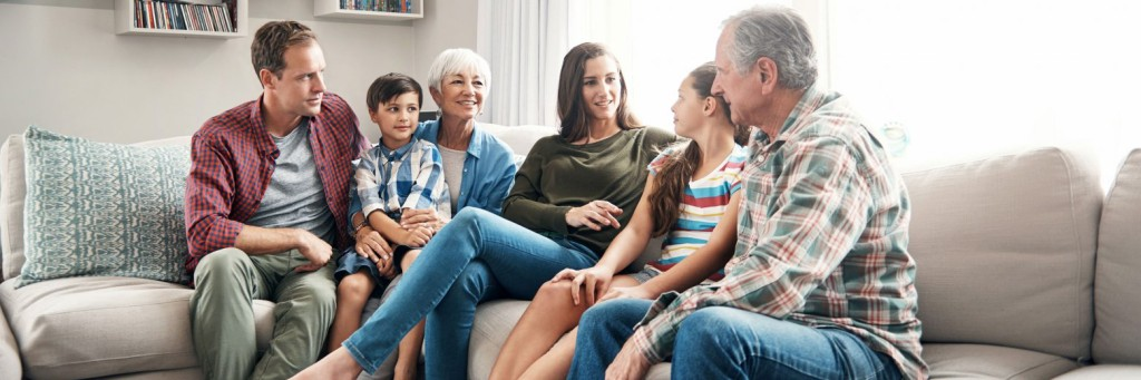 Effects-untreated-hearing-loss-family_header_3840x1280px-1560x520